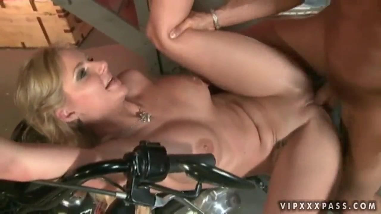 Porn 2 hot chicks
