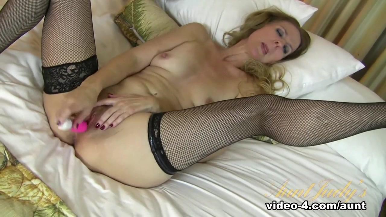 Sexy Video Women having threesomes porns