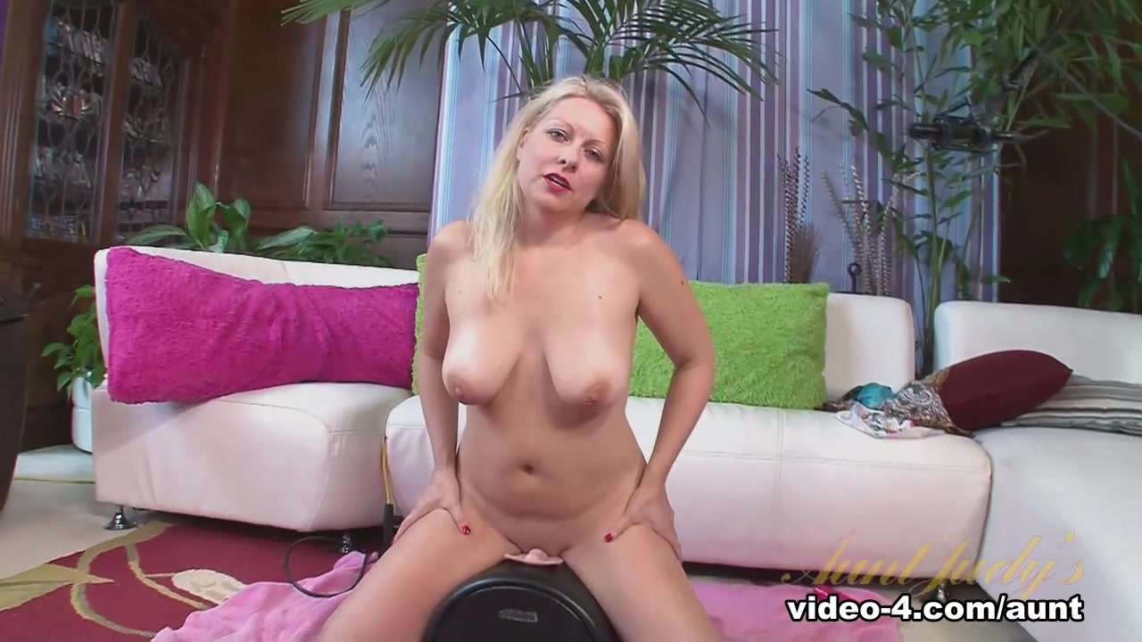 Quality porn Girl with big tits nude