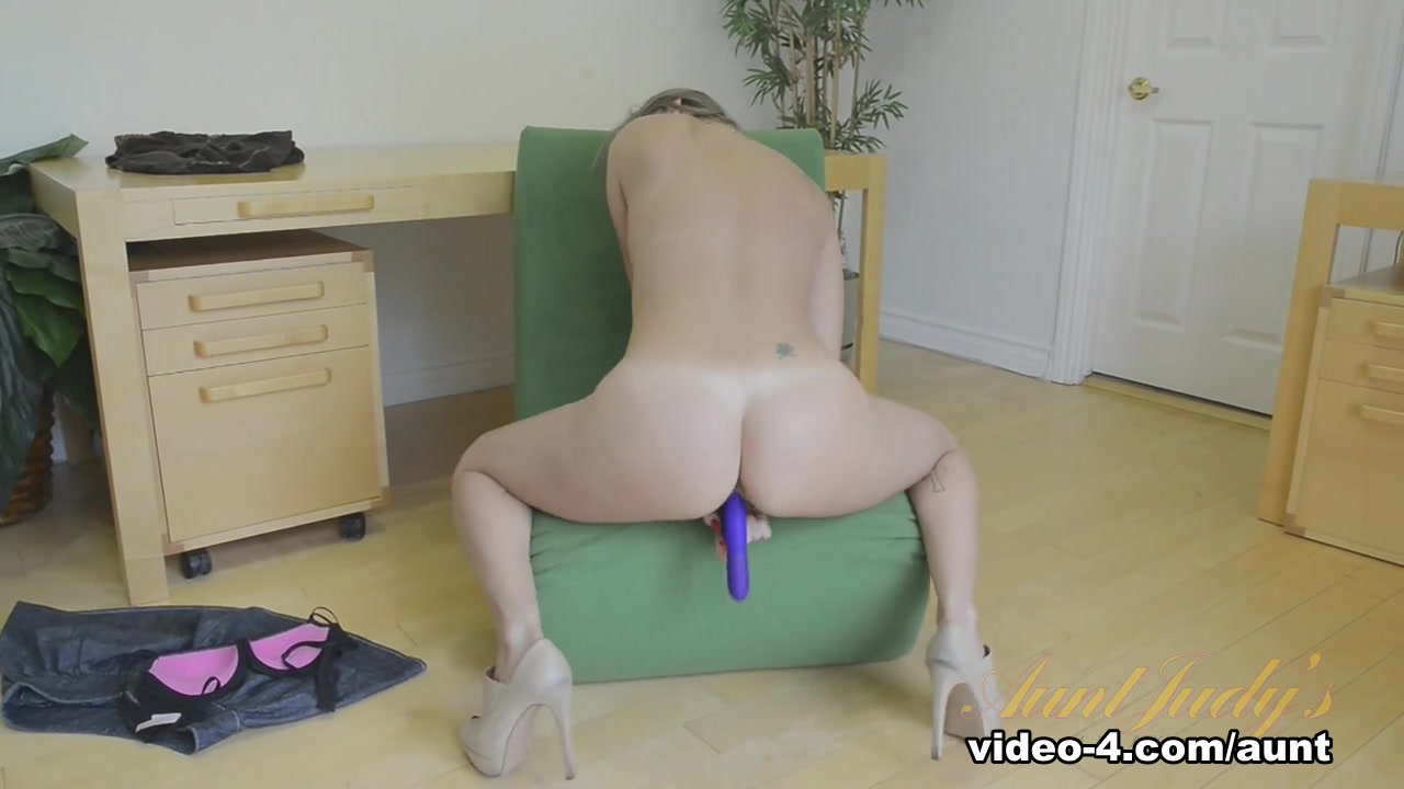 Naked Gallery Women who watch lesbian porn