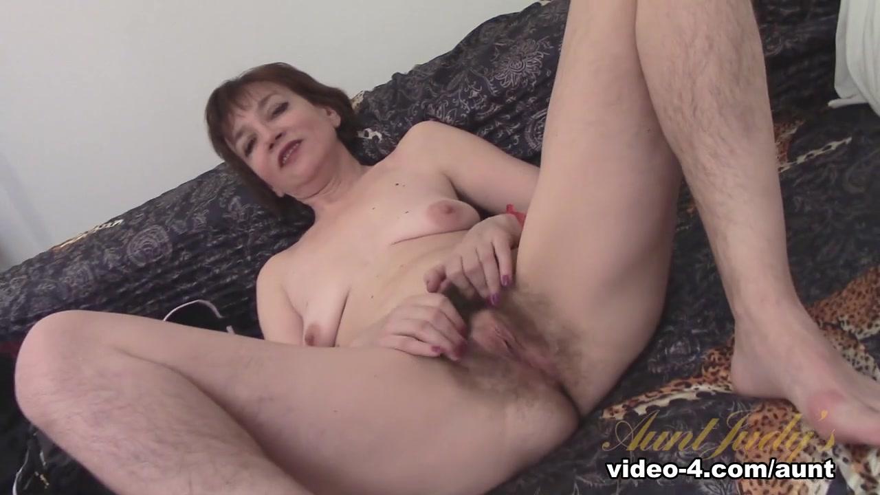 Melissa schuman nude Nude pics