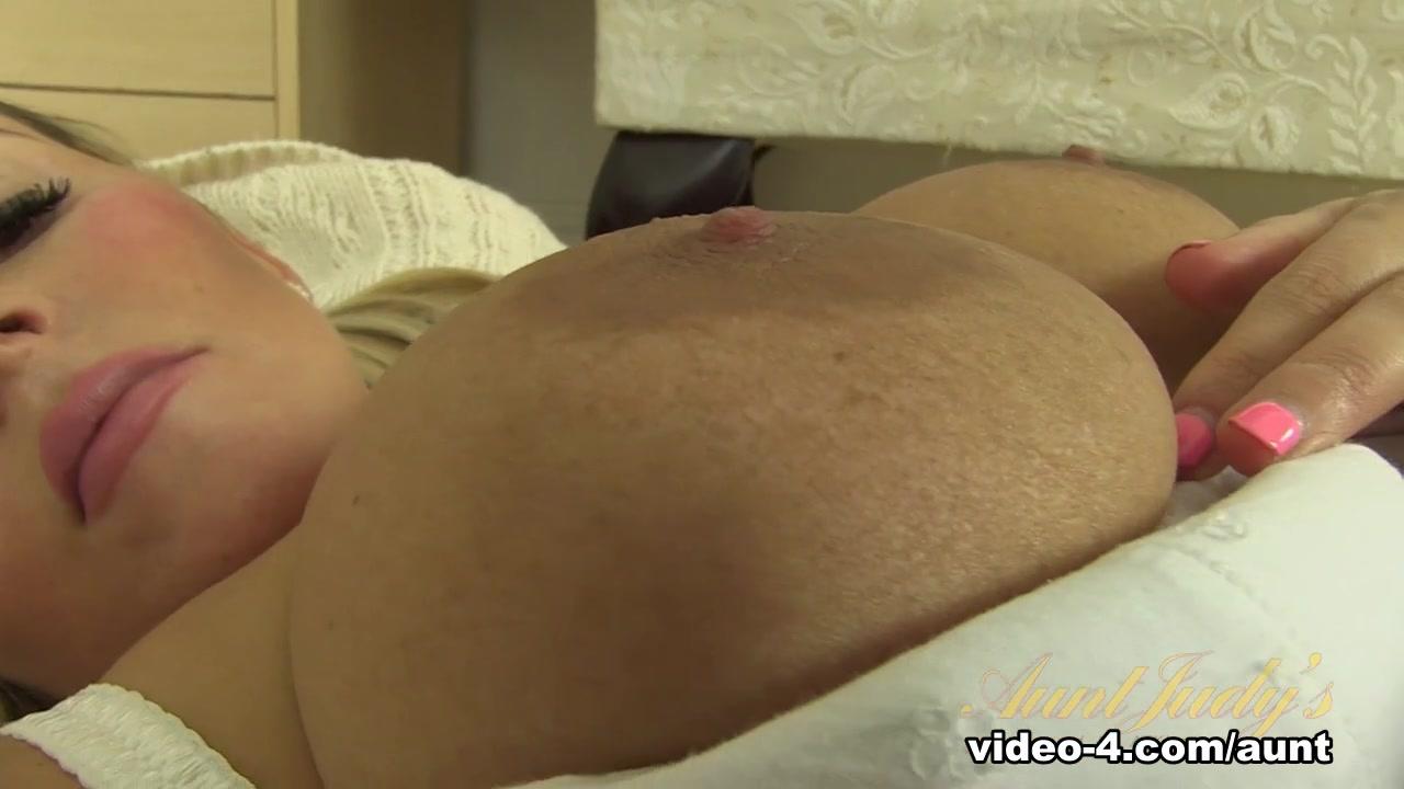 Porn FuckBook Girls group shower nude