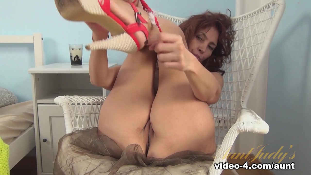 Hot Nude gallery Raudonkepuraite online dating