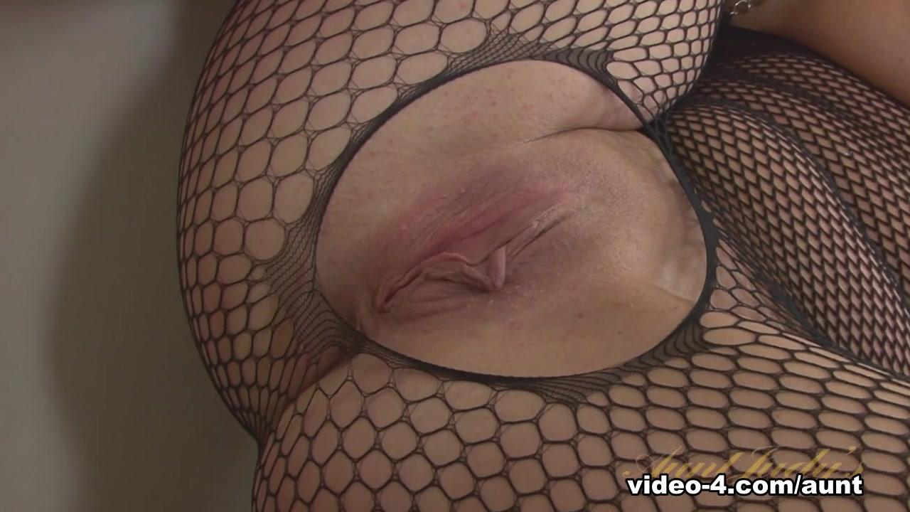 Amateur mature loving her some bbc XXX Photo
