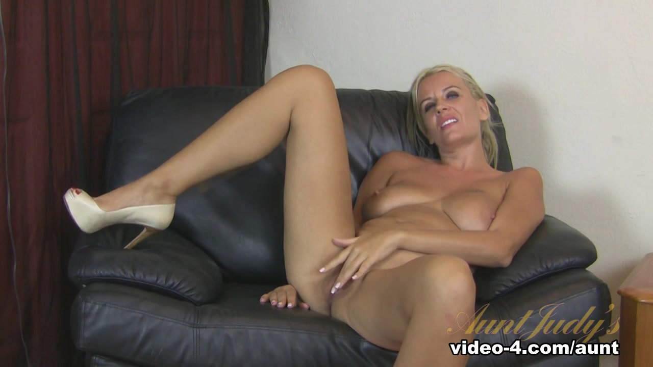 XXX pics Hot and nasty naked lesbians licking pussy