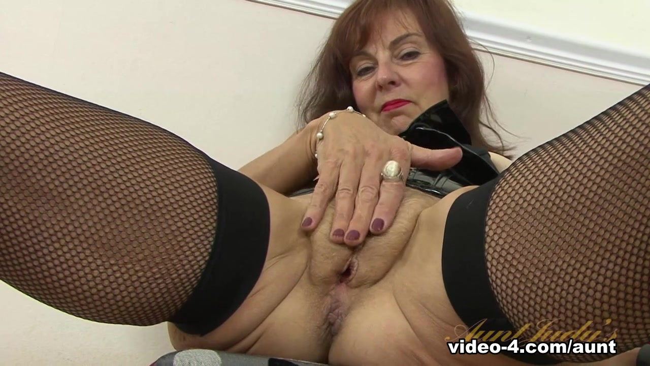 Porn pic Seeking older slut living in perth