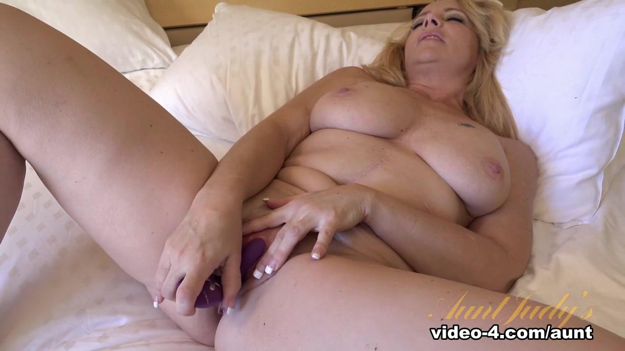 Lesbian toys babes pussy Hot xXx Video
