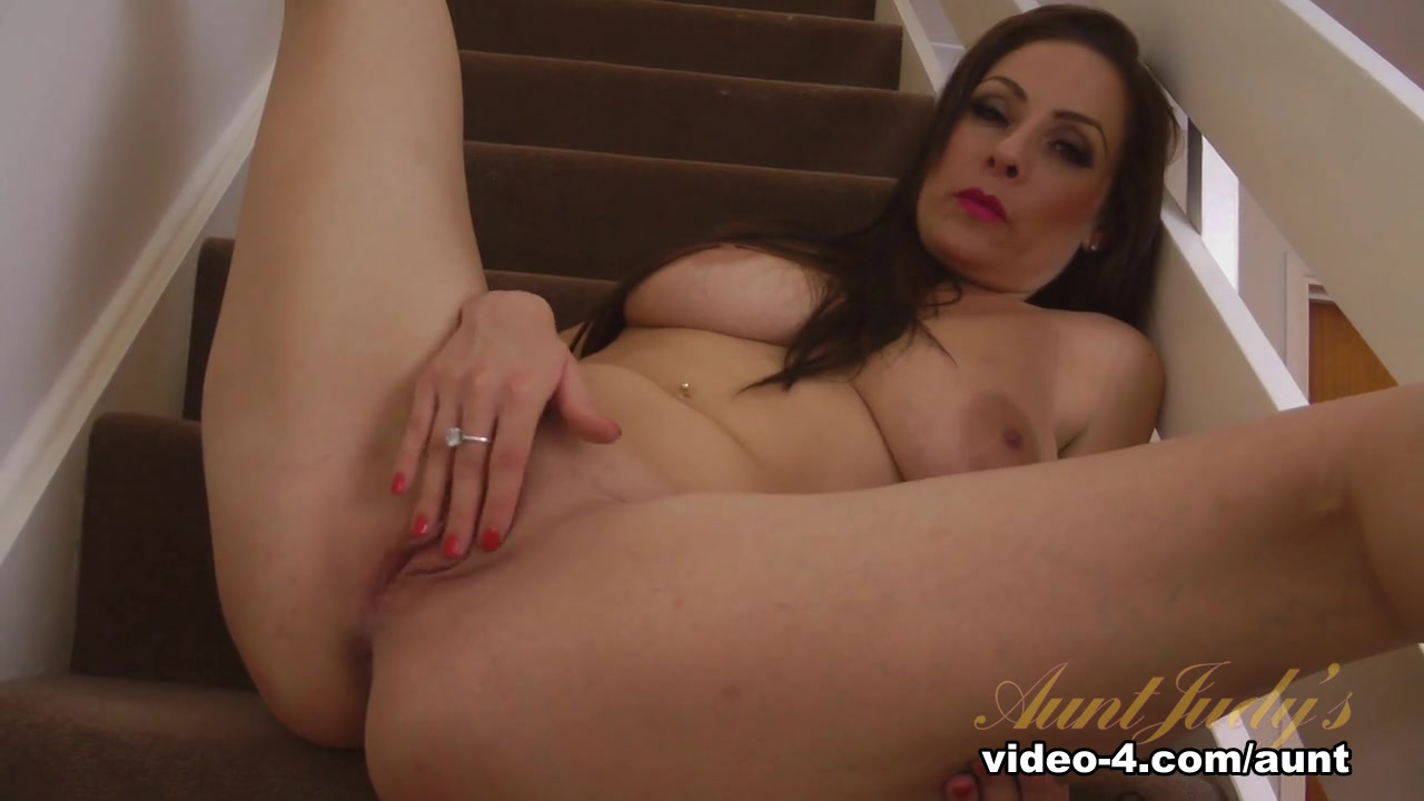 New xXx Pics Milf with large labia