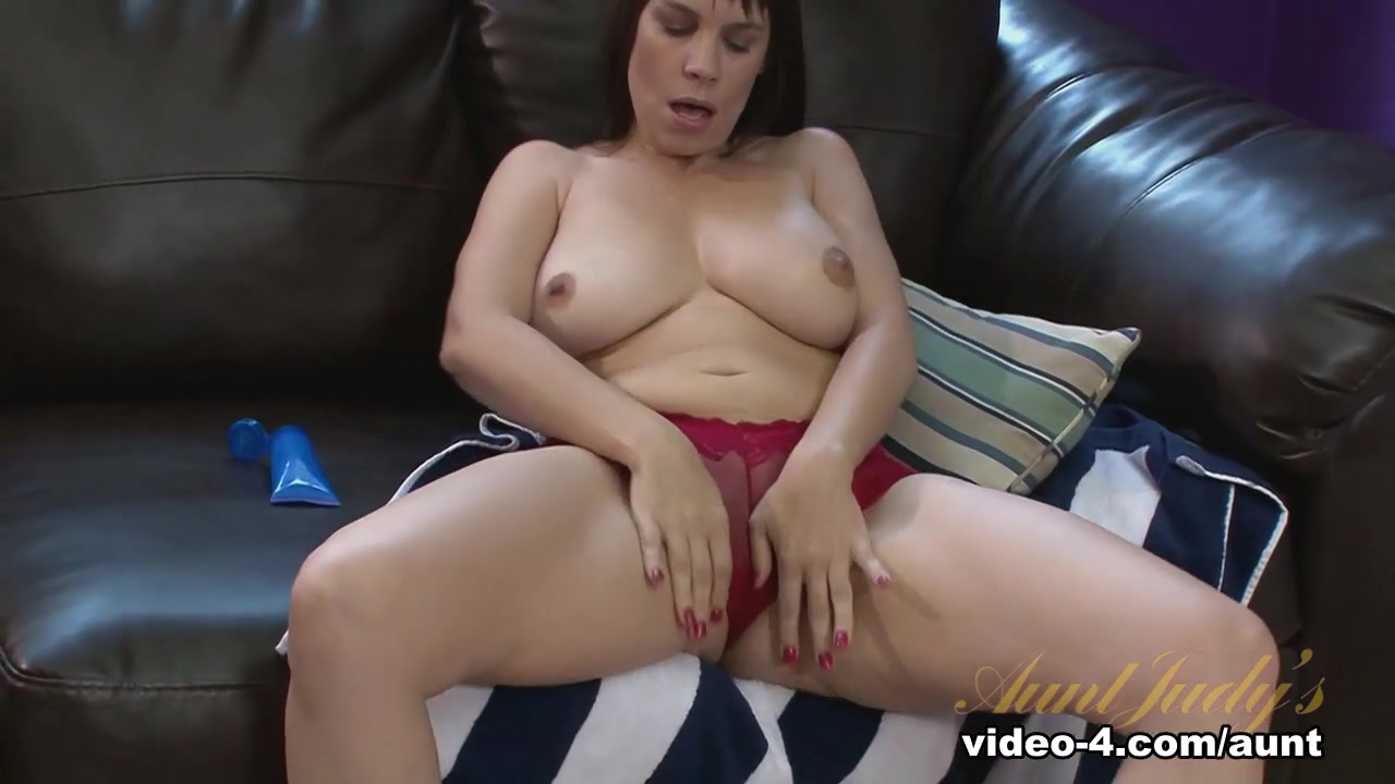 Sexy xxx video Sexual energy and eye contact