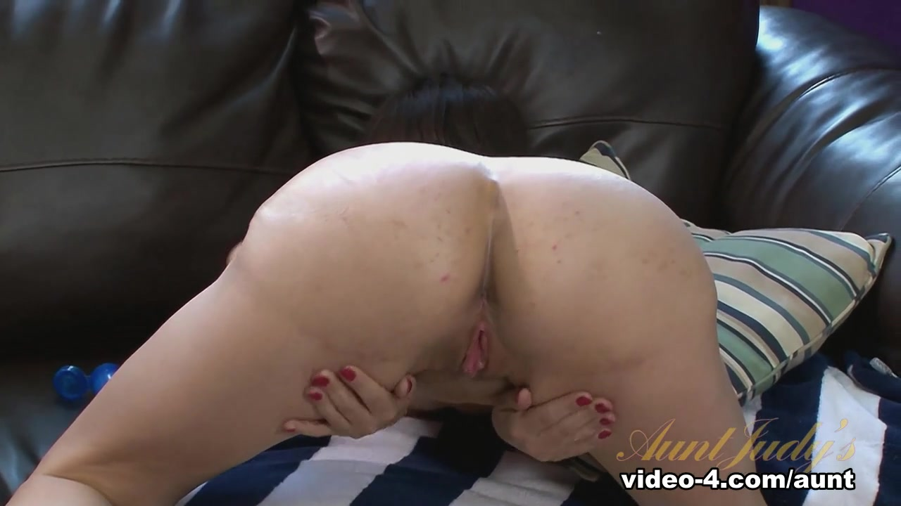 Quality porn Girl playing with self