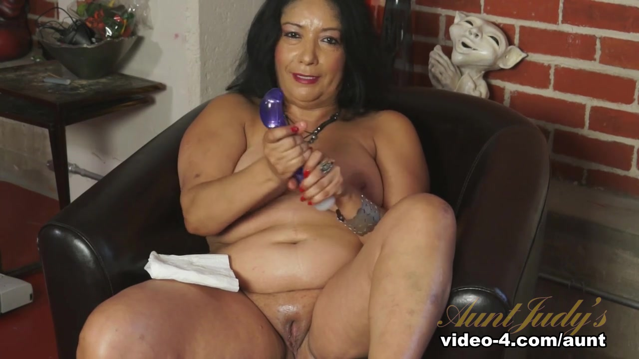 Nude 18+ Older milf blowjob