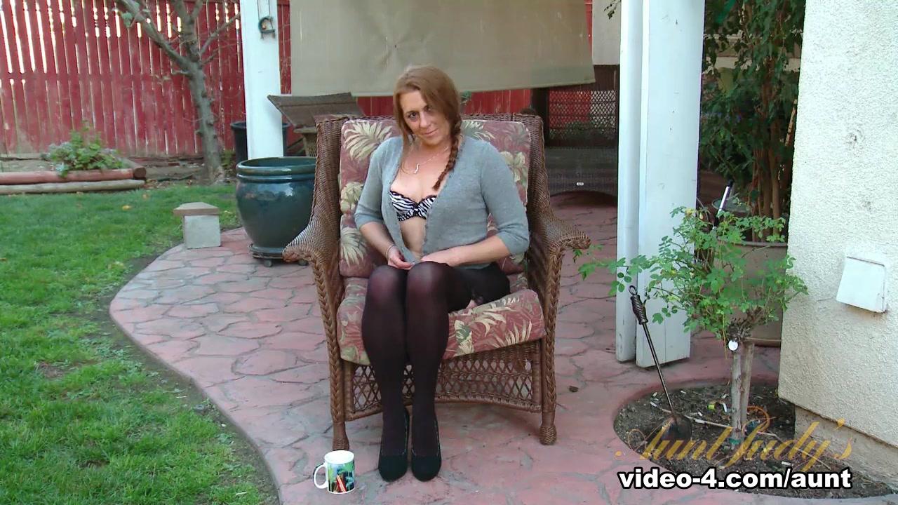 Classy lesbian pleasing her ebony girlfriend Pics Gallery