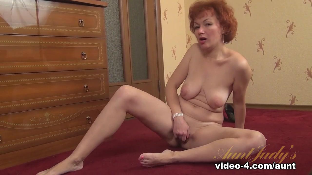 Sexy lady with bikini Nude gallery