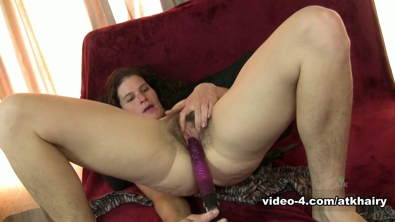 Fat blonde mature is fingering Naked Porn tube