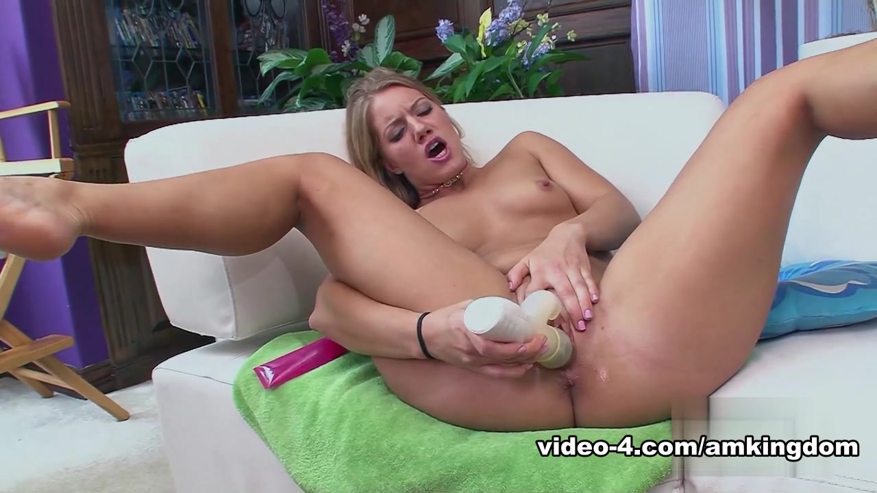 Porn clips Nude women showing pussy
