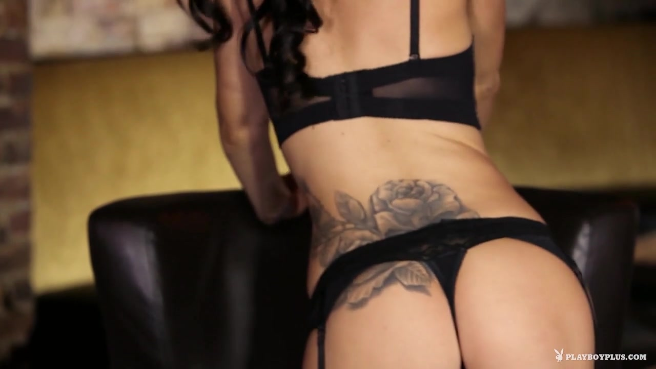 Overthumbs big titty milf Nude pics