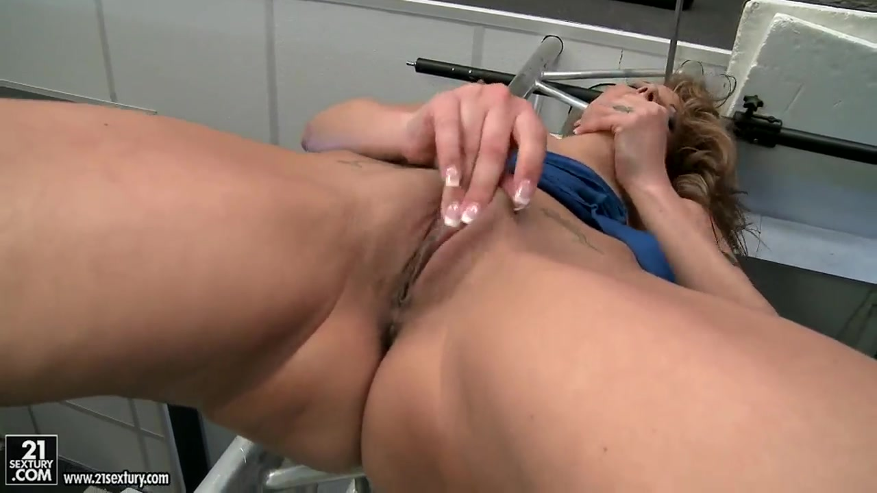 Hot Nude 70 year old granny anal
