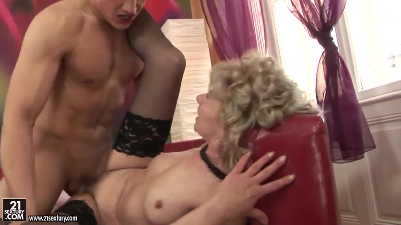 Smalltit dykes oral pleasuring hairy babe Sex archive