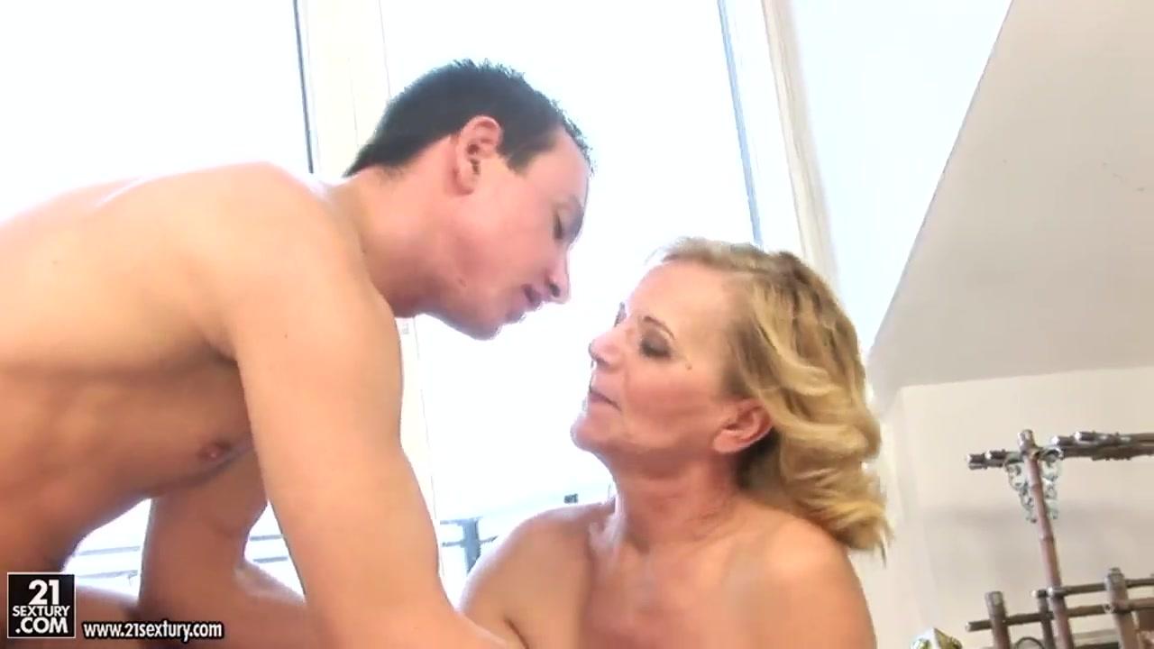 XXX Porn tube Skinny female