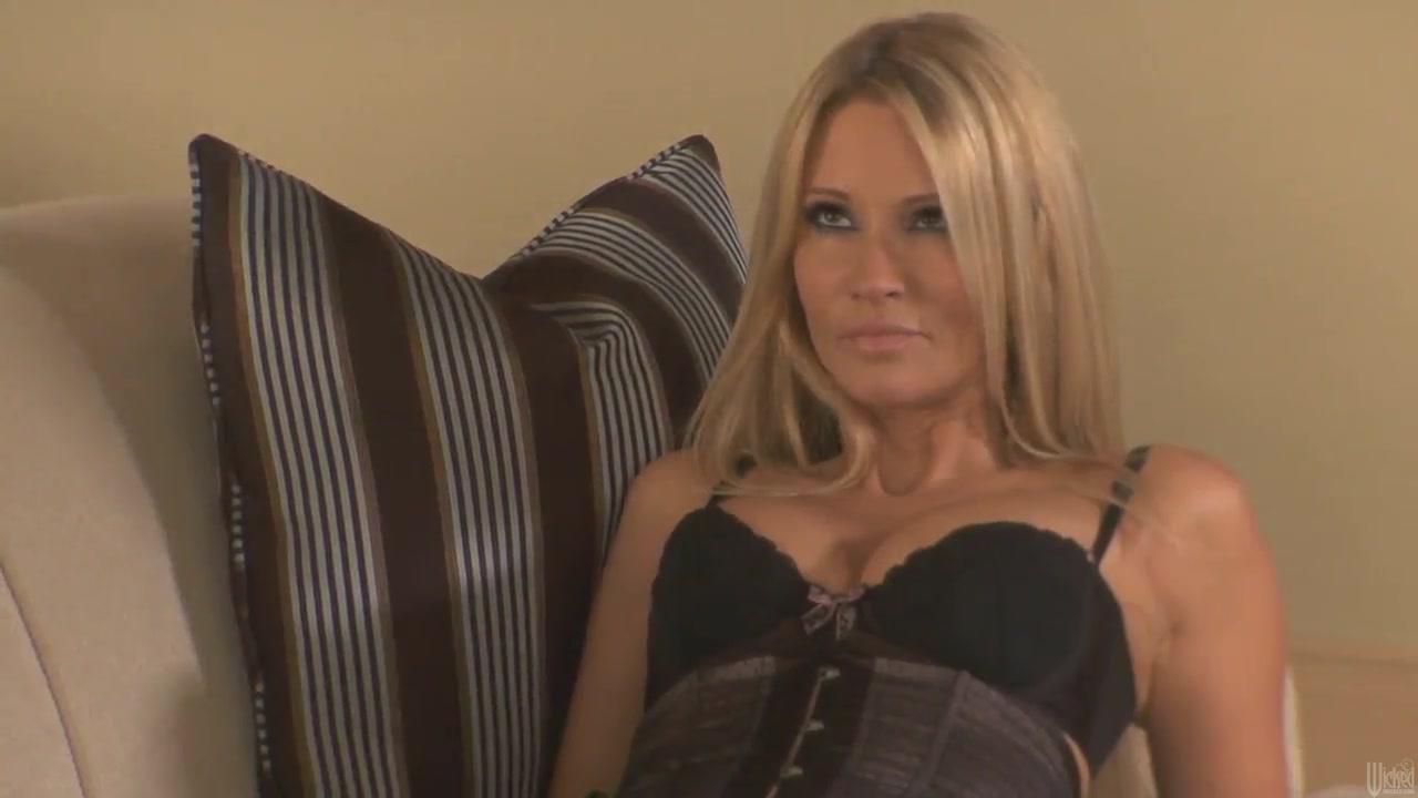 xXx Videos Mature nurse show tits in the work