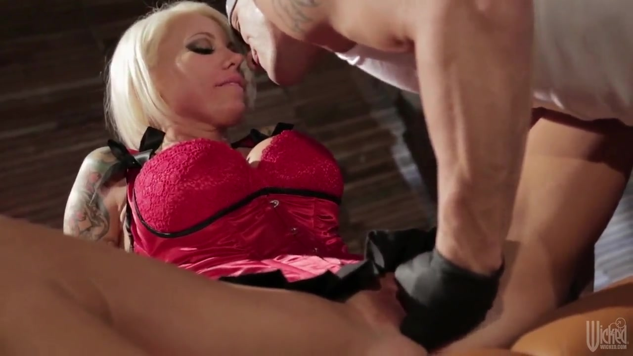 Fat booty hot blonde Harley Jade gets fucked Sex photo