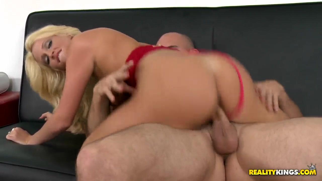 Allie Kisses Georgias Long Slender Neck Adult Videos