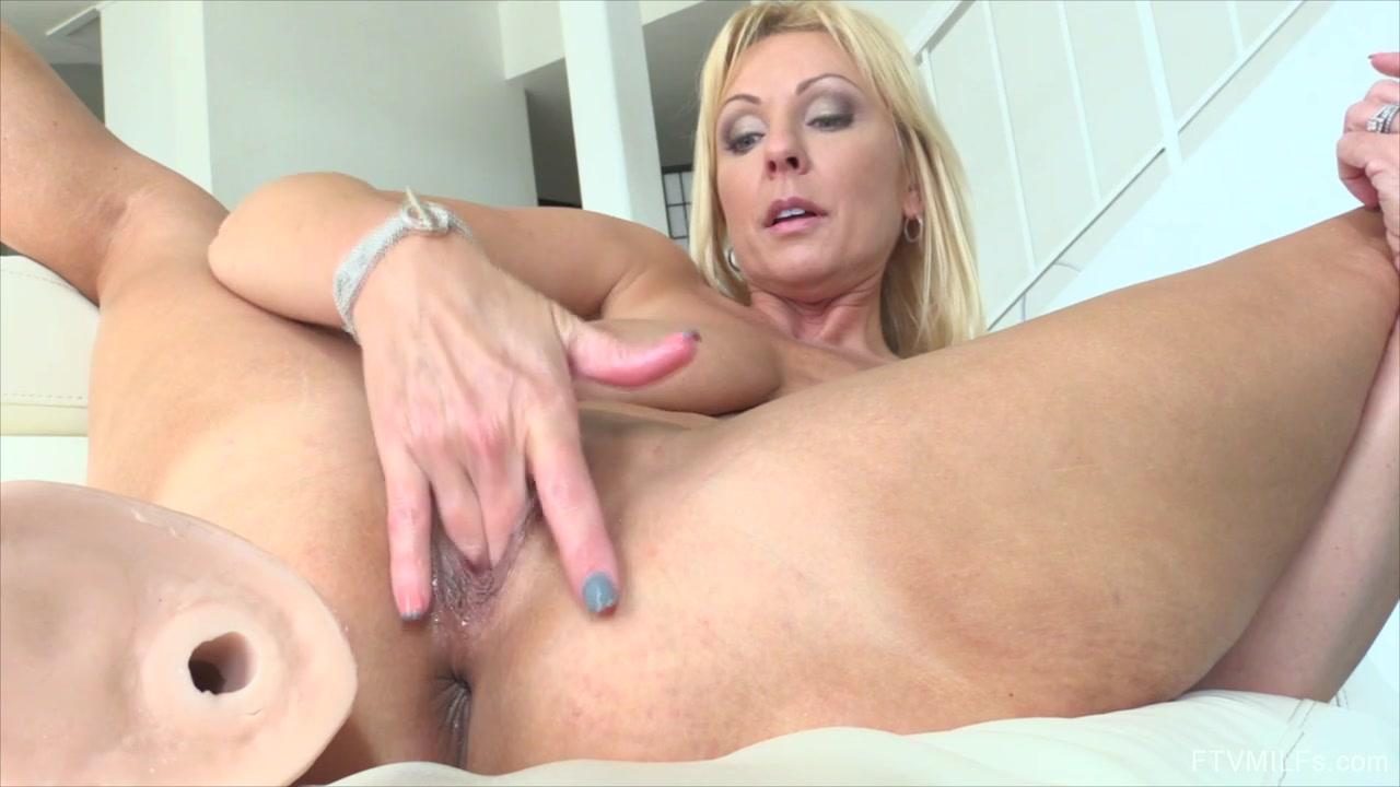 Bbw seduces bigcocked repairman Naked Gallery