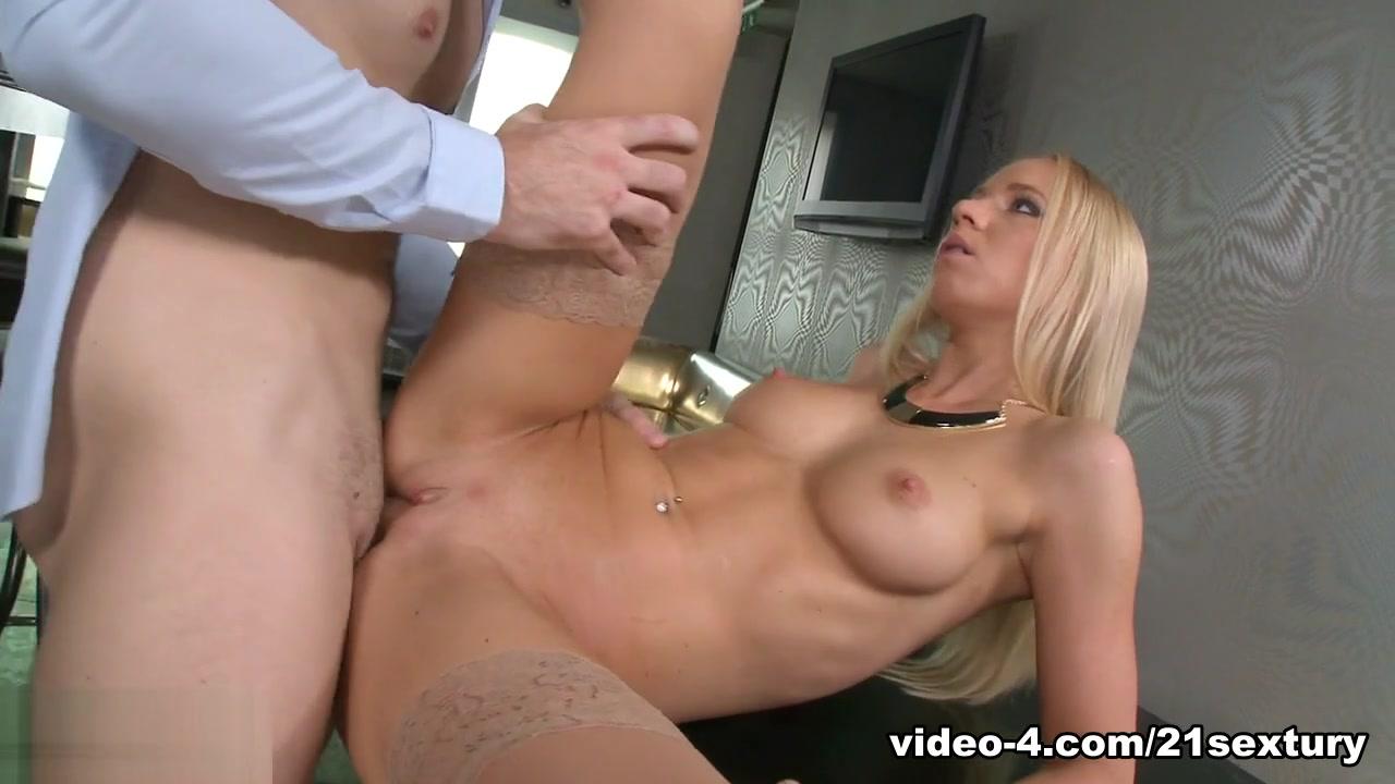 Big butt bbw redbone teasing Nude photos