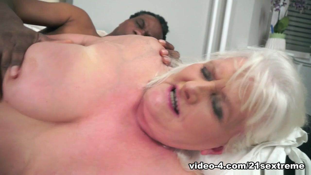 Nude pics Big tit models on the web