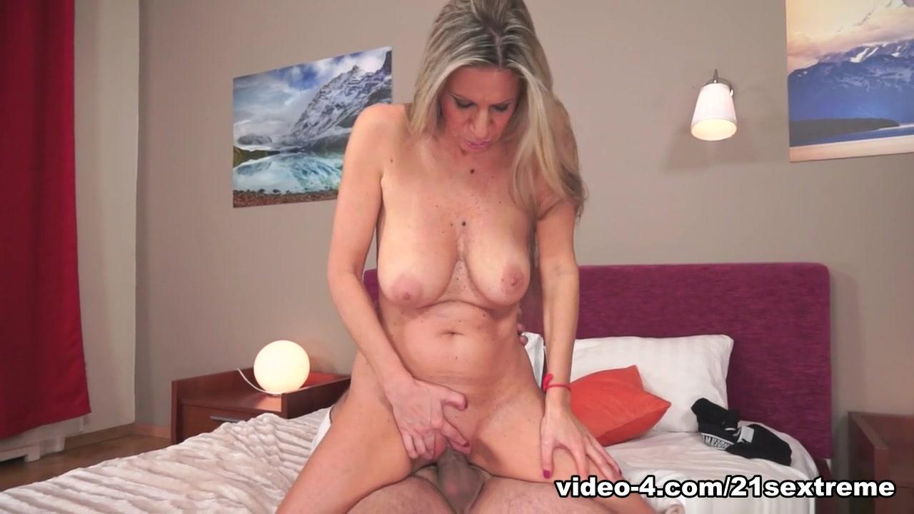 Pics Gallery Sexy fucking boobs