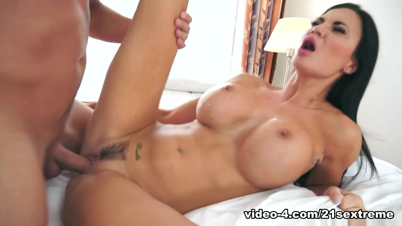 Hot Nude Girl having orgasm vis