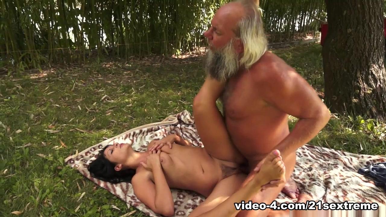 Kreena kapoor sexy video Sexy por pics