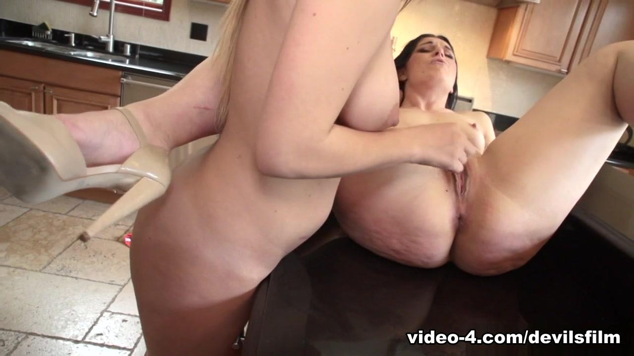 Mature lesbin sexs orgasam