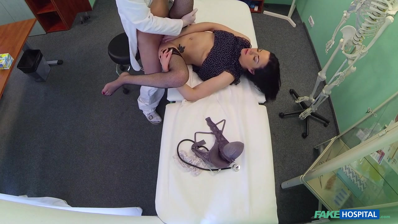 Sexy brunette ebony bitch gets ready Quality porn