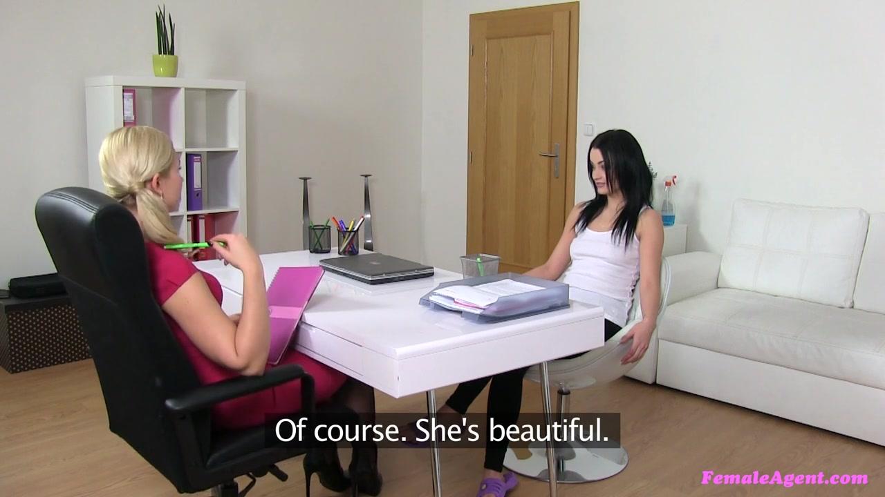 Lesbias closeup naked Brunette