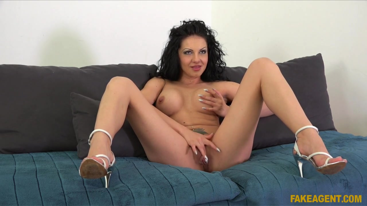 Milf loves to showoff Sexy xxx video