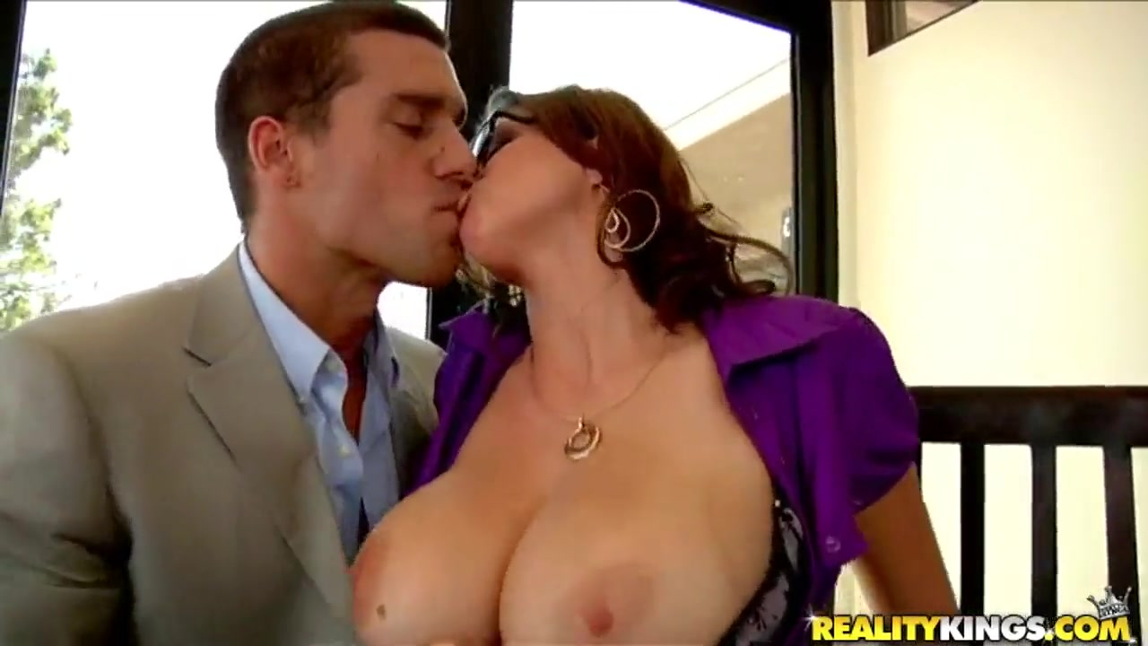 Ramon Nomar gets sucked by top heavy milf Sarah Sexy as hoes liking pussy