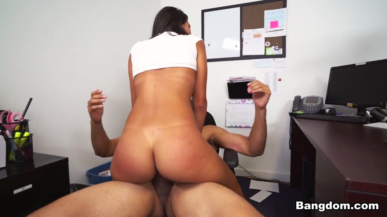 Big ass and hairy Porn FuckBook