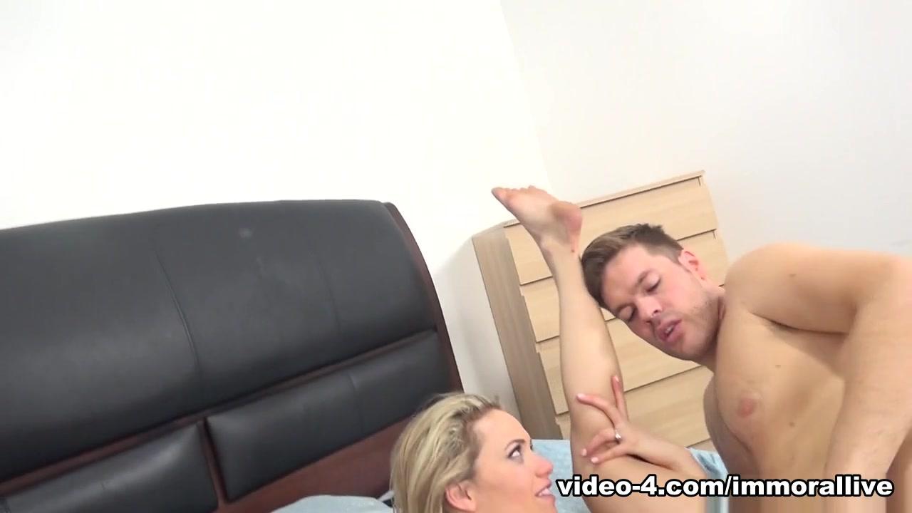 Porn tube Emily muller