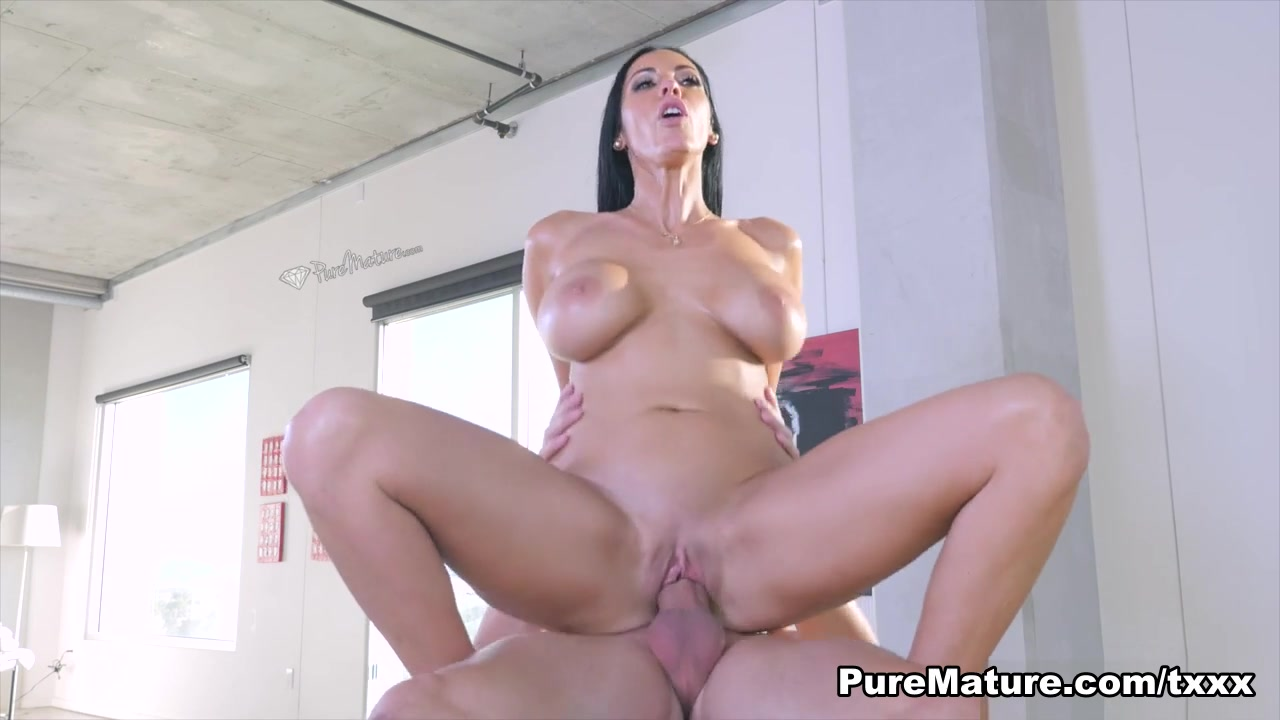 Porno photo Mature woman with big dildo