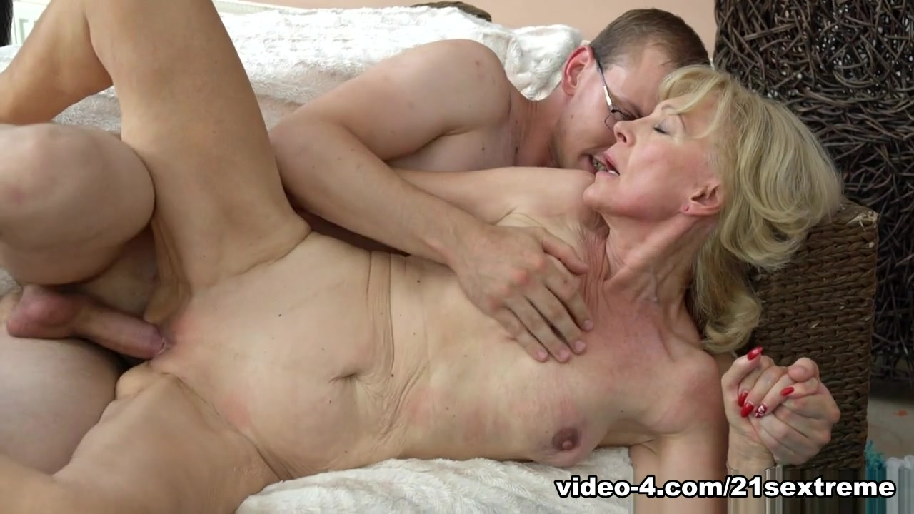 xXx Videos Roundass les rimming hole