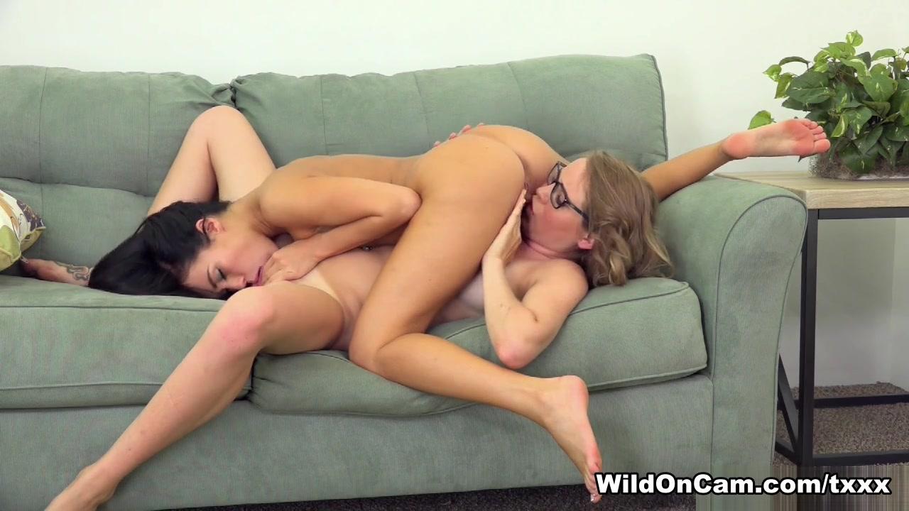 Horny orgasim lesbos Spanish