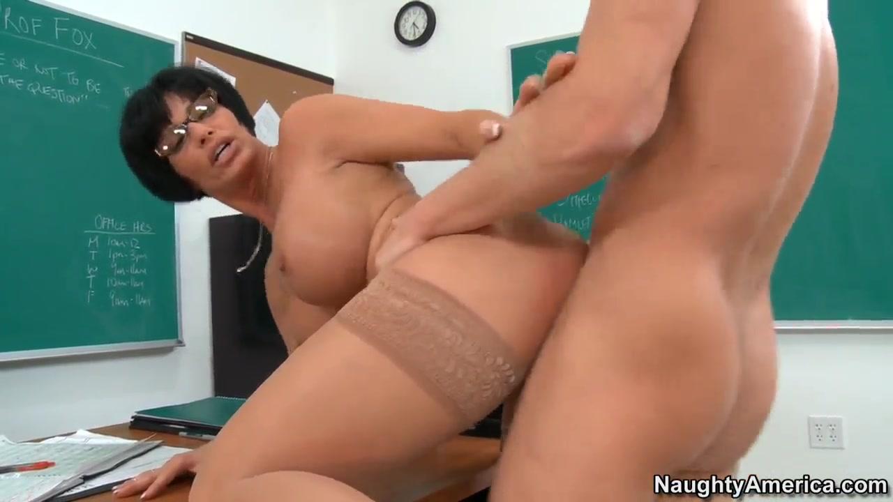 Desi aunty petticoat sex Full movie