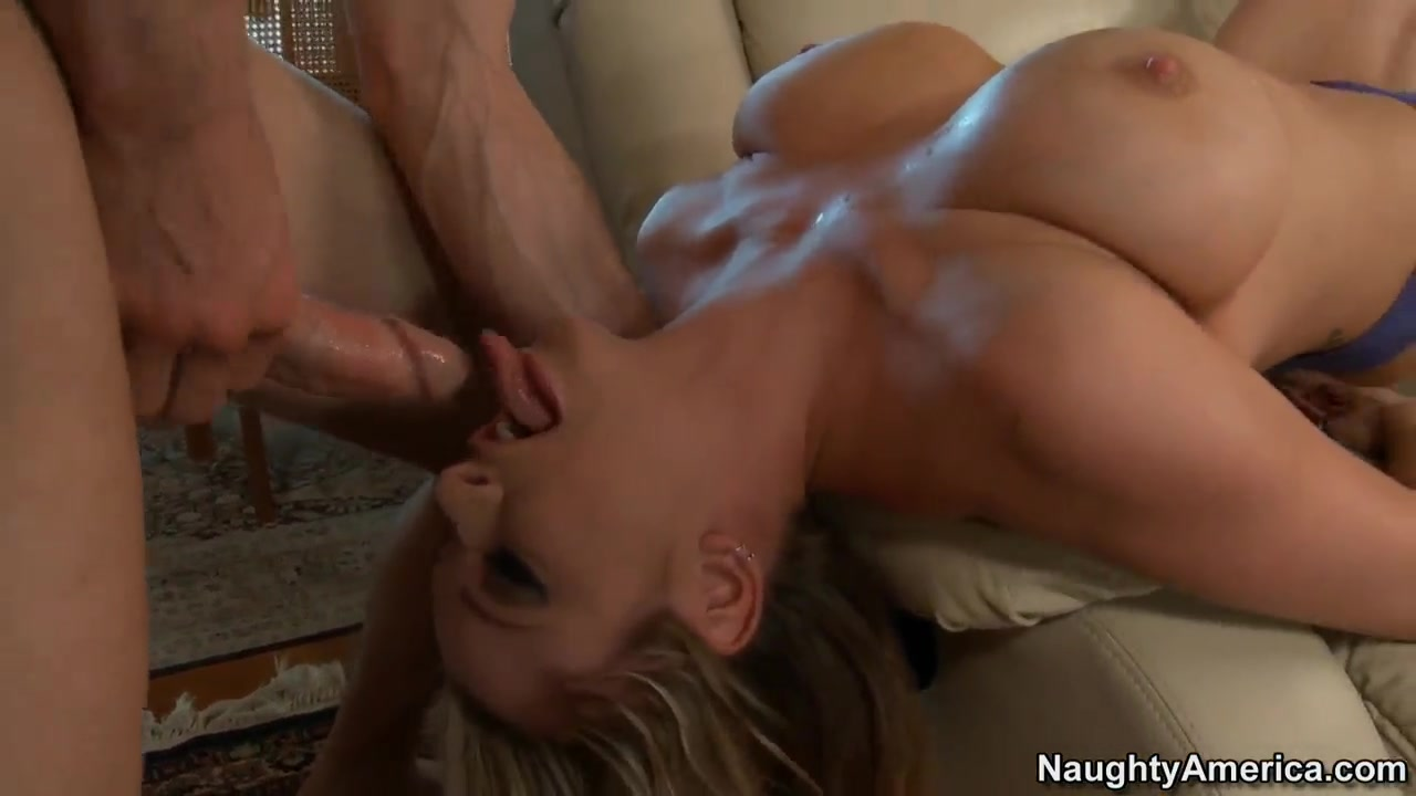 Booby Briana Banks seduced for hardcore titjob! Porn seks in wash room