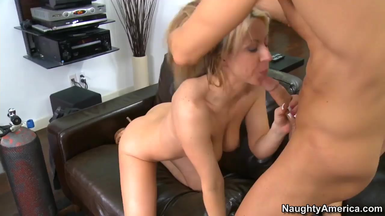 Beauty Ana Toy Her Pussy xXx Images