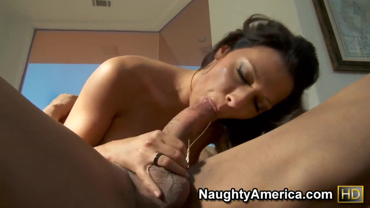 Sexy Video Milf toys her pussy!