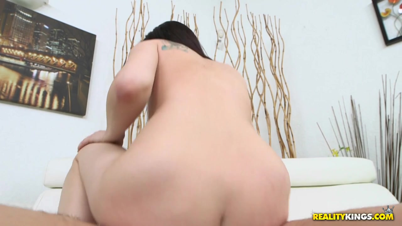 Sexy Video Mature vibes her pussy