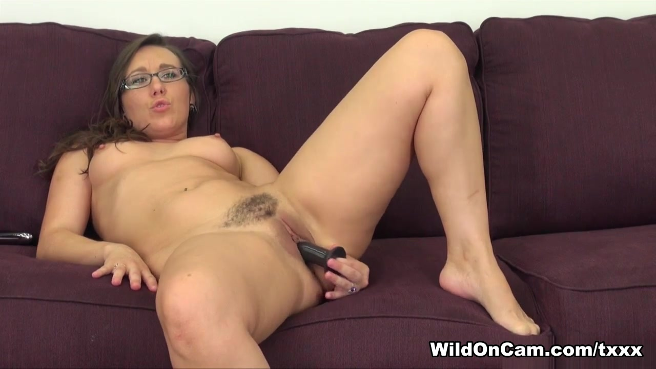 Pron Pictures Mature dildos her wet pussy