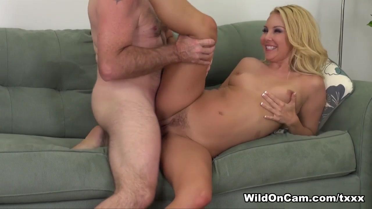 XXX Porn tube Milf spreads large asshole