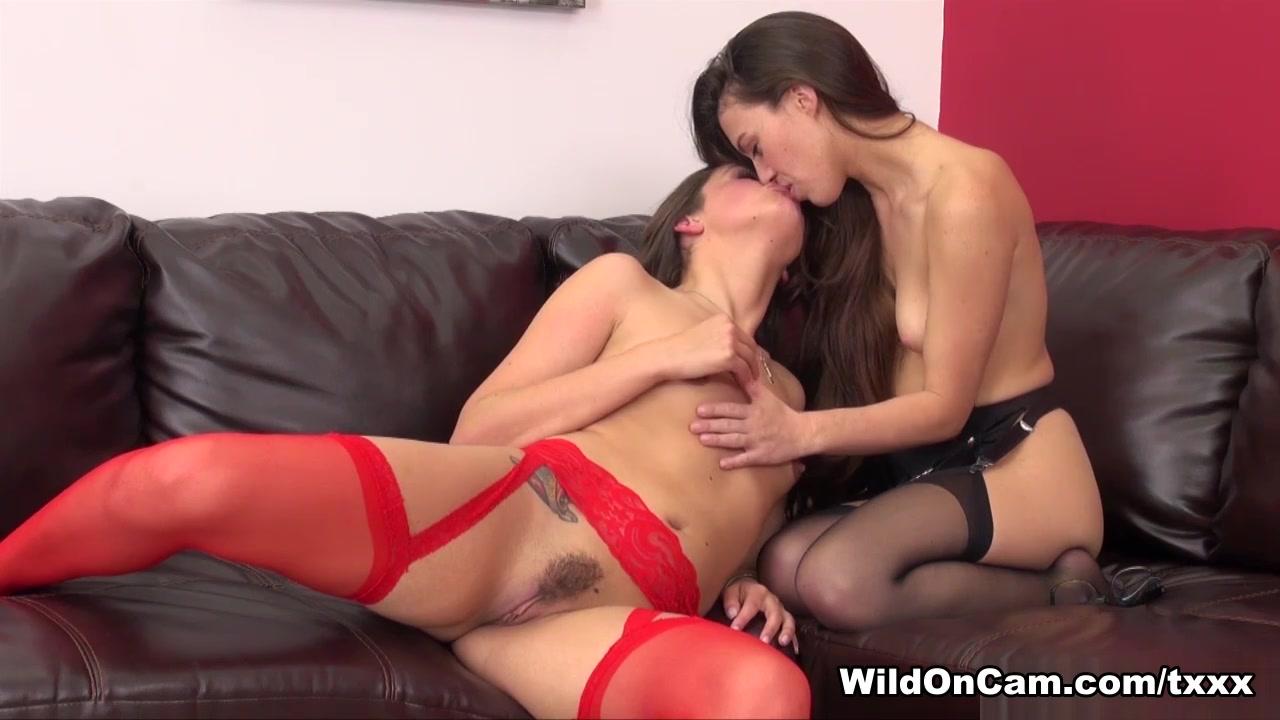 Porn Pussie lesbos closet
